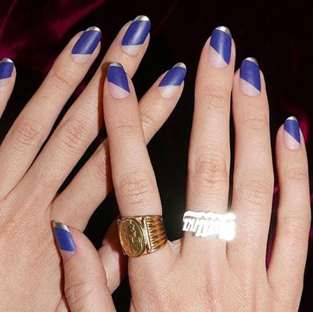 Crédit photo @chalkboardnails Vernis à ongles bleu jean
