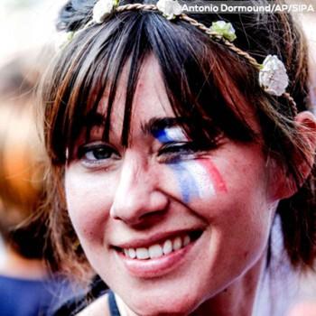 Maquillage femme drapeau France